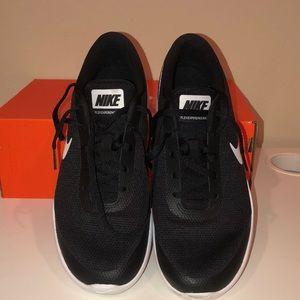 Nike women's flex experience rn 7 size 9.5
